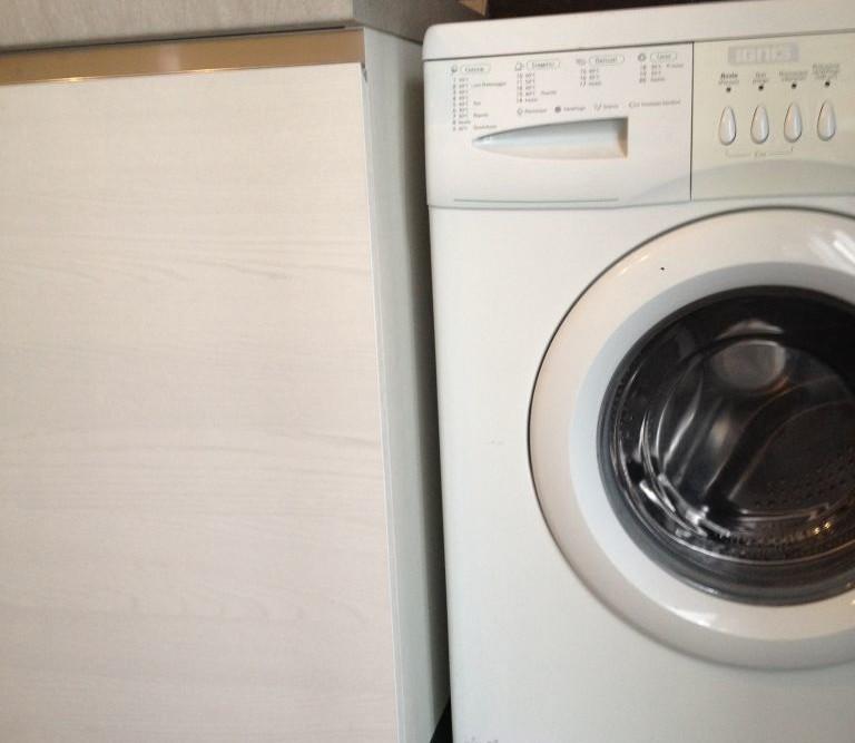 Cucina mobile lavatrice in legno geppetto falegname verona - Lavatrice in cucina ...