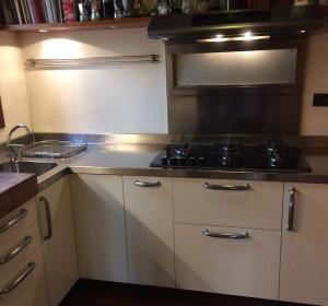 <span>Ristrutturazione Cucina in legno</span><i>→</i>